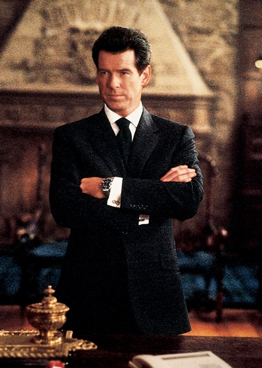 brioni suits pierce brosnan wearing a brioni suit IBCHLHZ