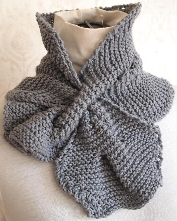 Stylish cable knit scarf for your real impression