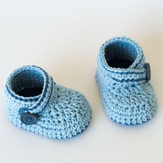 crochet baby booties - blue whale pattern by croby patterns ECTYVWN
