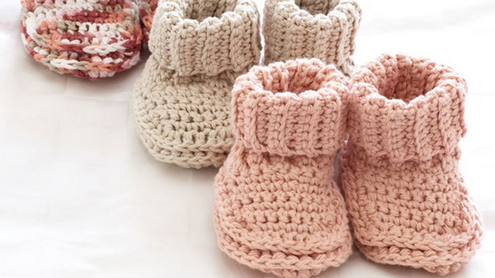crochet baby booties roll down baby booties + tutorial HNTMJNL