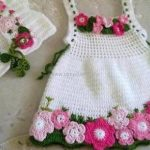 How to create a crochet baby dress?