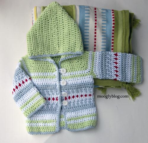 The symbol of love – crochet baby sweater