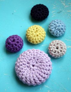 crochet buttons hand-crocheted buttons pattern by bare wunderbar VKYTAYI