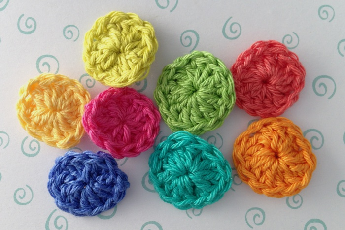 Method to crochet buttons