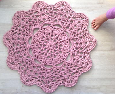 crochet doilies lacy doily t-shirt yarn rug: make a giant crochet doily pattern with this  easy YFUGCGQ