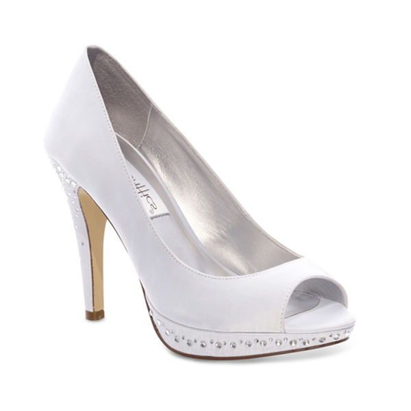 Dyeable shoes for the bride