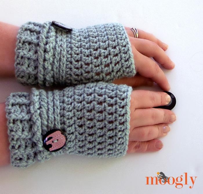 fingerless gloves crochet pattern ups and downs fingerless gloves - free #crochet pattern on mooglyblog.com -  make OGRHJSM