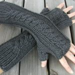 A simple and useful bulky fingerless gloves knitting pattern