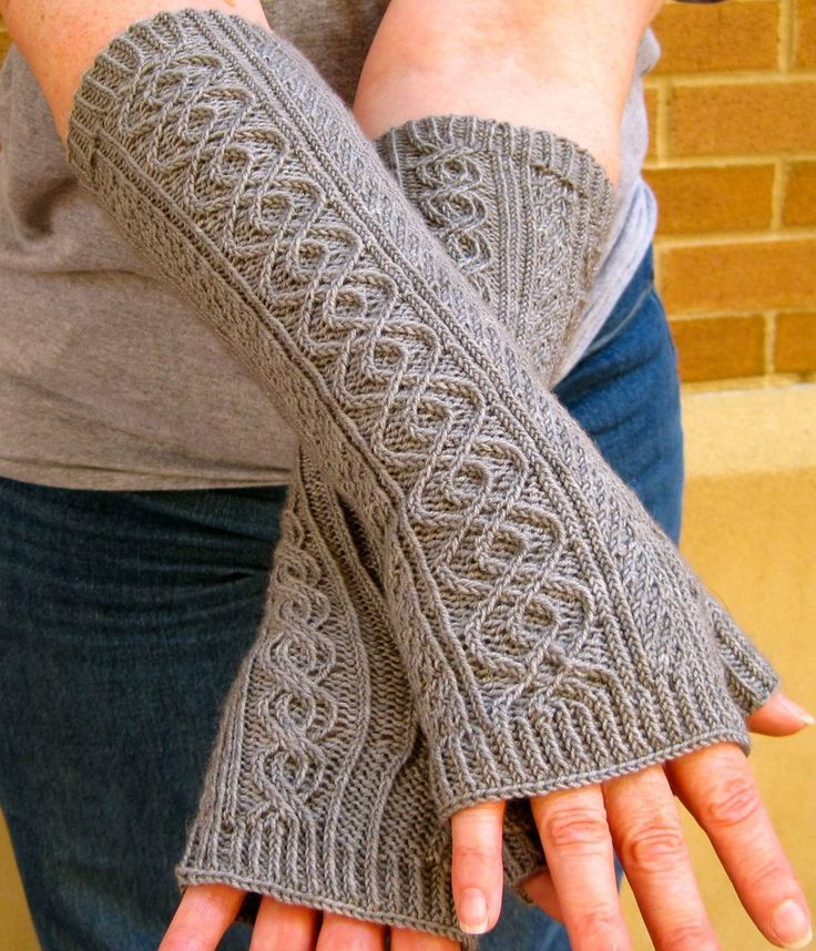 A simple and useful bulky fingerless gloves knitting ...