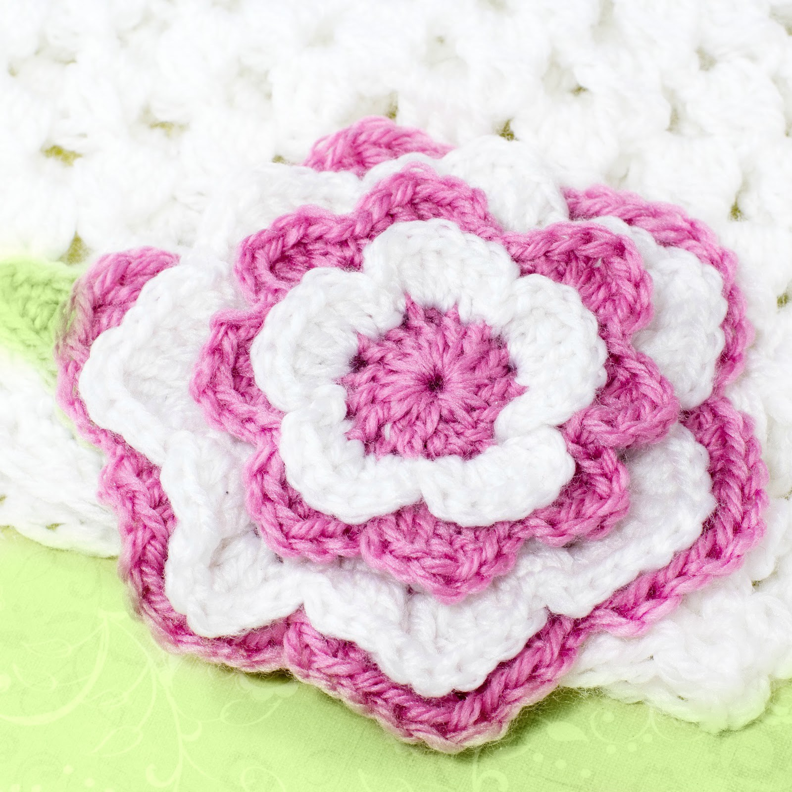 Learning to make beautiful flower crochet pattern for beginners