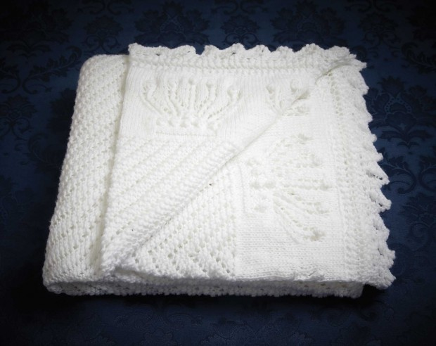 free baby blanket knitting patterns free royal baby blanket knitting pattern from patons - free with purchase  of any UCQDFZH