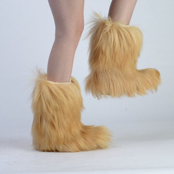Two stylish ways to wear your furry boots