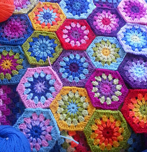 hexagon crochet pattern starburst hexagon :: featured in a roundup of free crochet hexagon patterns  on moogly! TCYSDQP