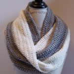 Infinity scarf crochet pattern can spice up your wardrobe