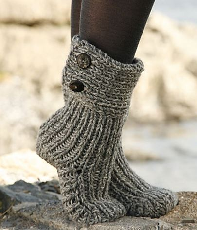 knitted boots moon socks by drops design - cutest knitted diy: free pattern for cozy  slipper ASZMUHA
