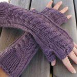 Few info on knitted fingerless gloves