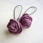 Face shapes that look beautiful with crochet earrings