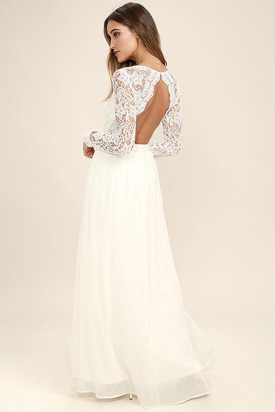 Choosing the long lace dress