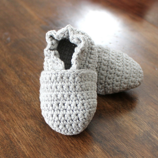 original stay on robeez style crochet baby booties pattern by angela  juergens WJDZCWW
