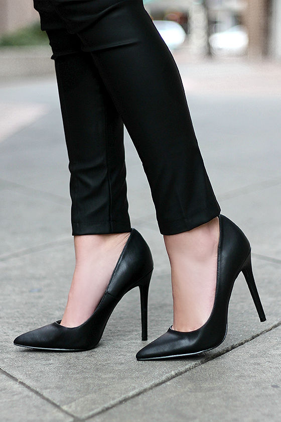 pretty black pumps - pointed pumps - black heels - $34.00 TZUJFKV