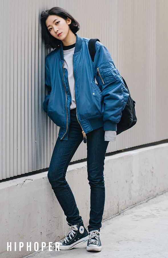 street fashion blue bomber jacket, gray t-shirt, navy skinny jeans, converse. JUAYEBX