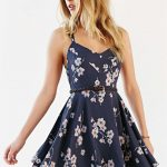 How to add perfect summer dresses to your wardrobe?