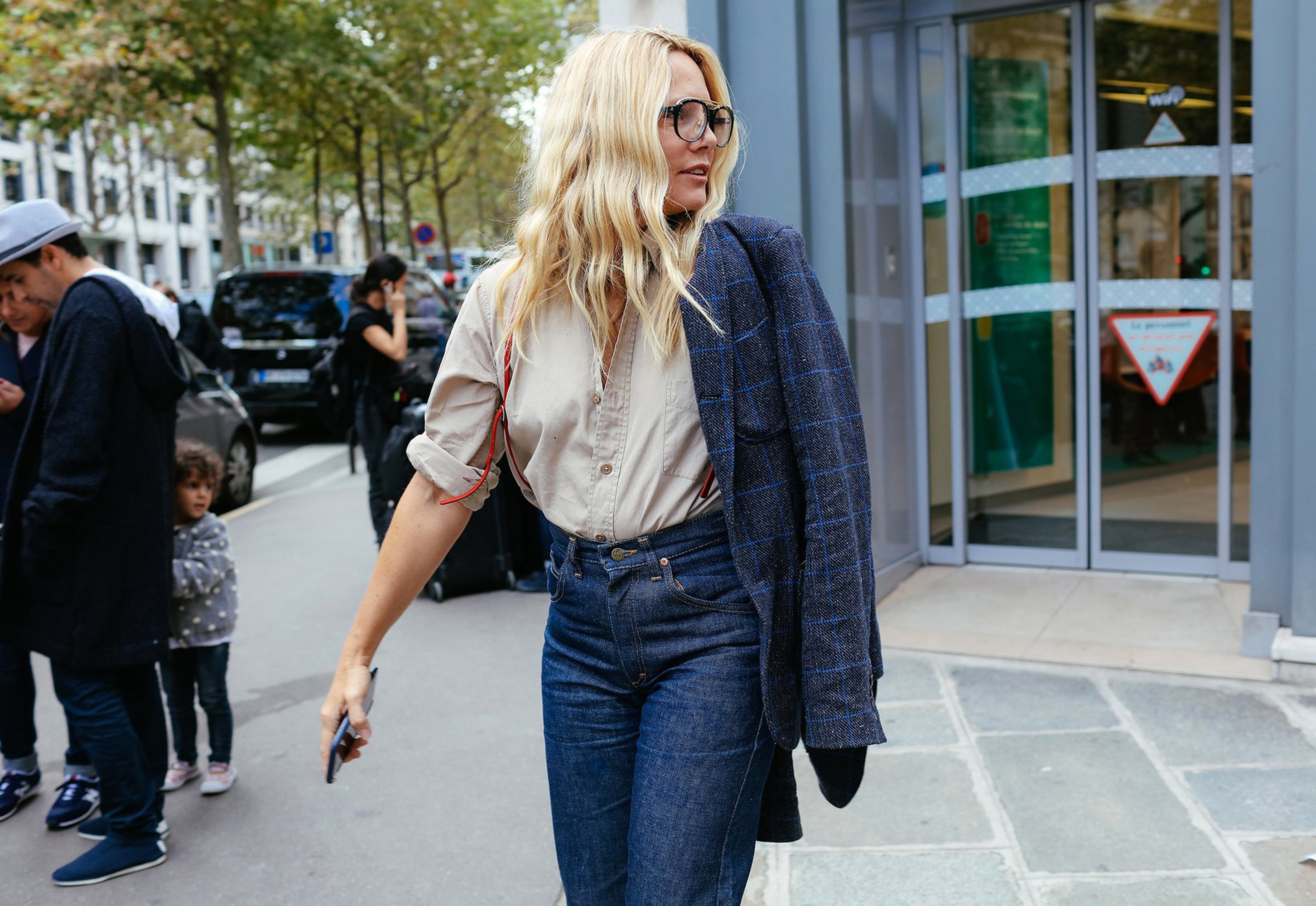 the best street style of paris fashion week - vogue ONUMZDT