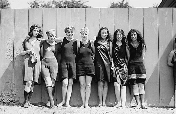vintage bathing suits, c.1929. EZYMYNG