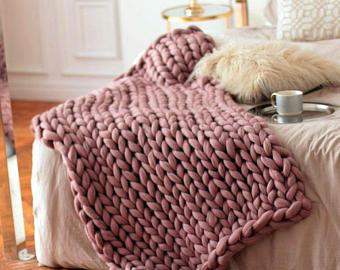 wool hugs dusty pink chunky knit blanket. pink throw blanket. big knit  throw. RXIYYPS
