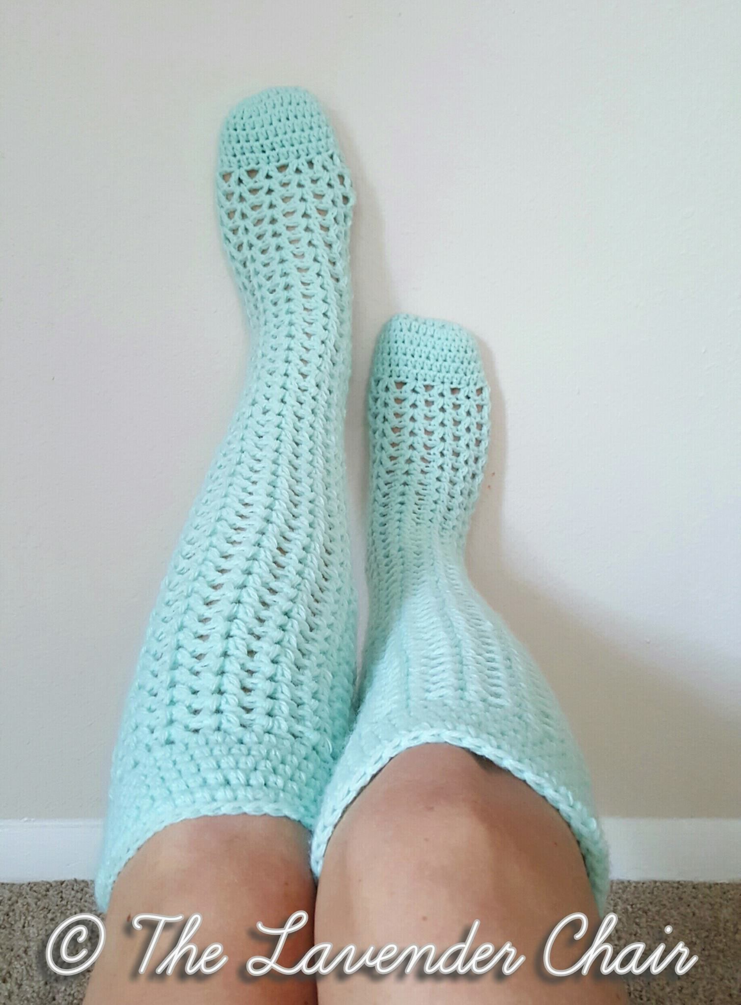 Give a warm feeling to your feet with  sock crochet patterns