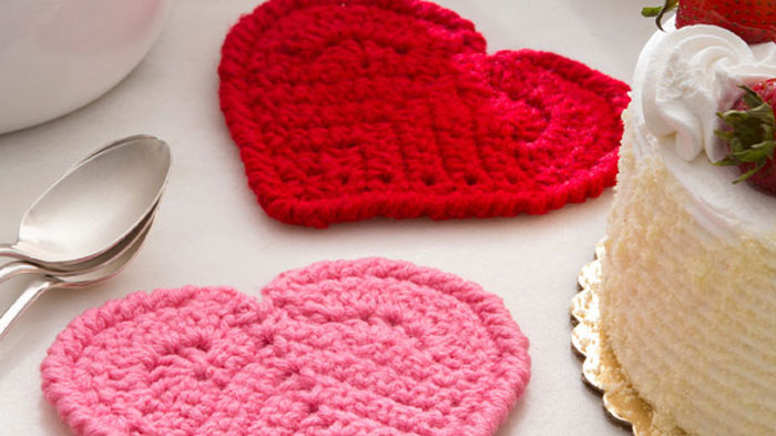 Crochet Heart Coasters + Tutorial | The Crochet Crowd