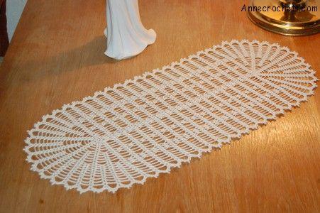 Easy Crochet Table Runner free to print | crochet table runner