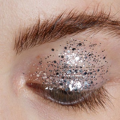 7 Ways to Wear Glitter Makeup, From Low-Key to Gatsby - Allure