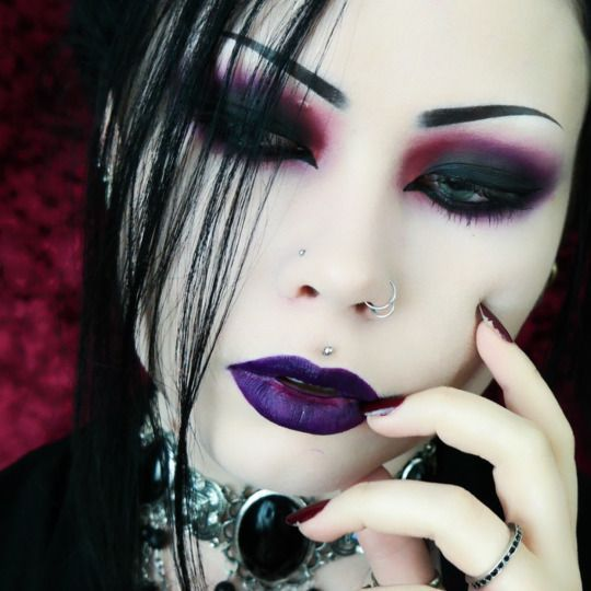 Gothic make-up ideas for the Morticia   Addams in you