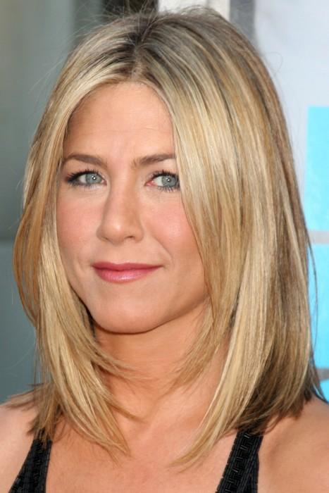 30 Best Medium Hairstyles for Women Over 40 | Hairstyles Update