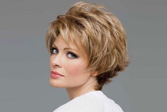 7 Classy Hairstyles For Women In Their 50's | GilsCosmo.com