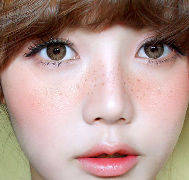 Quick and Easy Japanese Makeup Trends - female