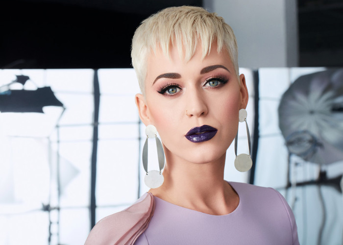 Katy Perry is the Biggest Celeb Makeup Chameleon | Fashionisers©