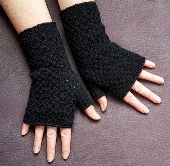 Black Lace Fingerless Gloves Knitting Pattern | AllFreeKnitting.com