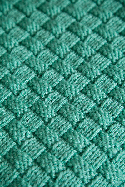 Comfort Knit Pet Blanket - Knitting Patterns and Crochet Patterns