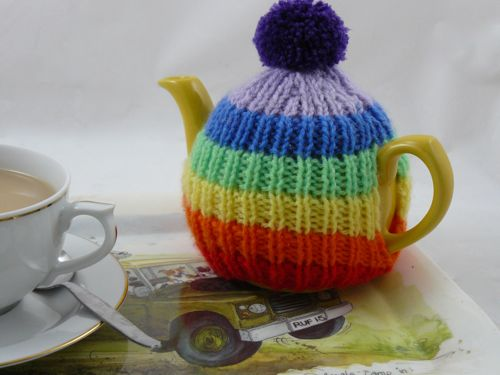 Rainbow Tea Cosy | knitted tea cosy | free knitting pattern