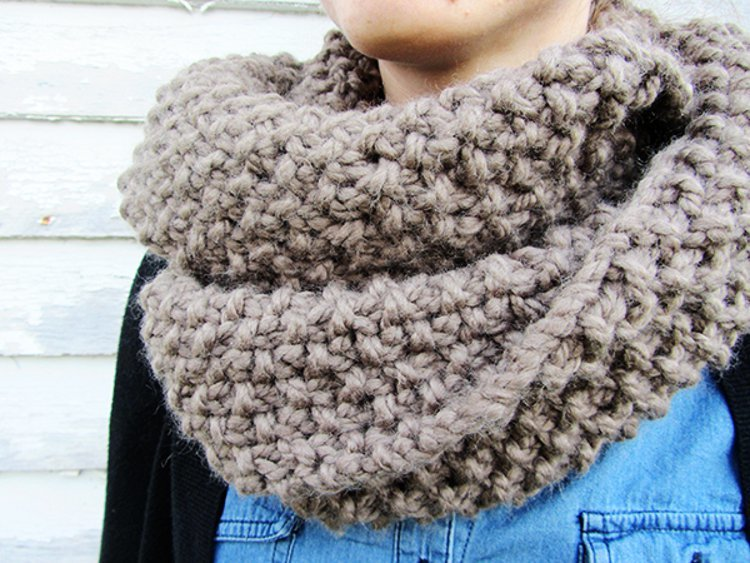 Homespun Circle Scarf | AllFreeKnitting.com