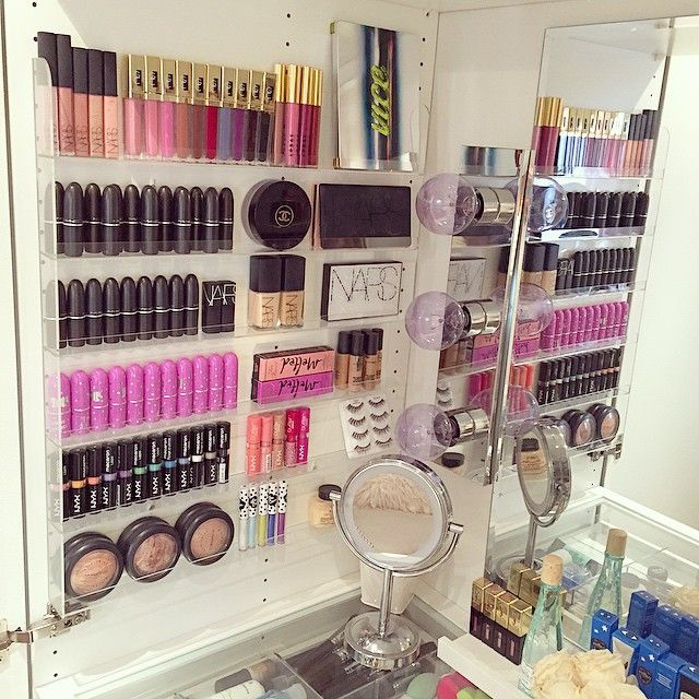 Glamorous and organized: make-up storage   ideas