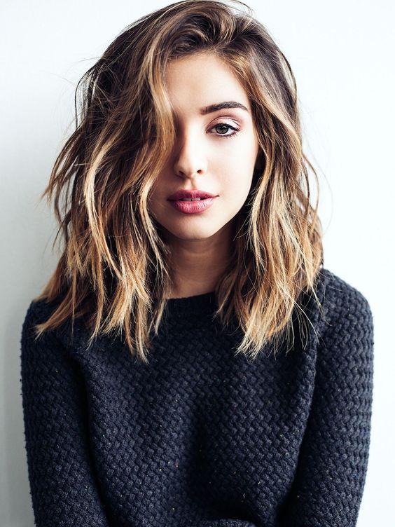 22 Best Medium Hairstyles for Women 2019 - Shoulder Length Hair