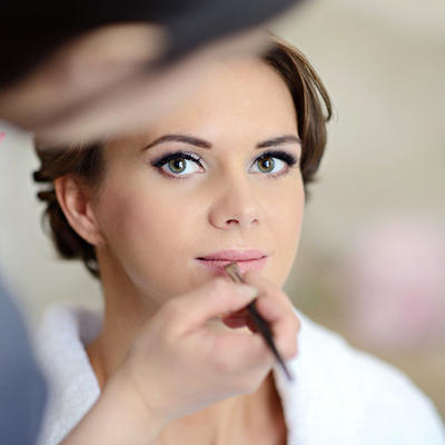 Makeup Questions Answered: The Dos & Don'ts of Getting Your Makeup