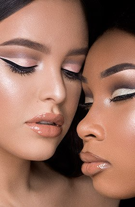 You can look extremely beautiful by   wearing the right prom makeup