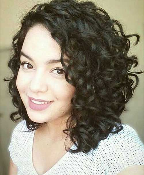 Alluring Short Curly Hair Ideas for Summertime | Things to Wear