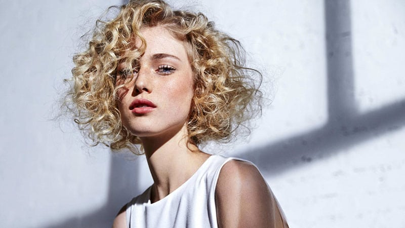 30 Easy Hairstyles for Short Curly Hair - The Trend Spotter