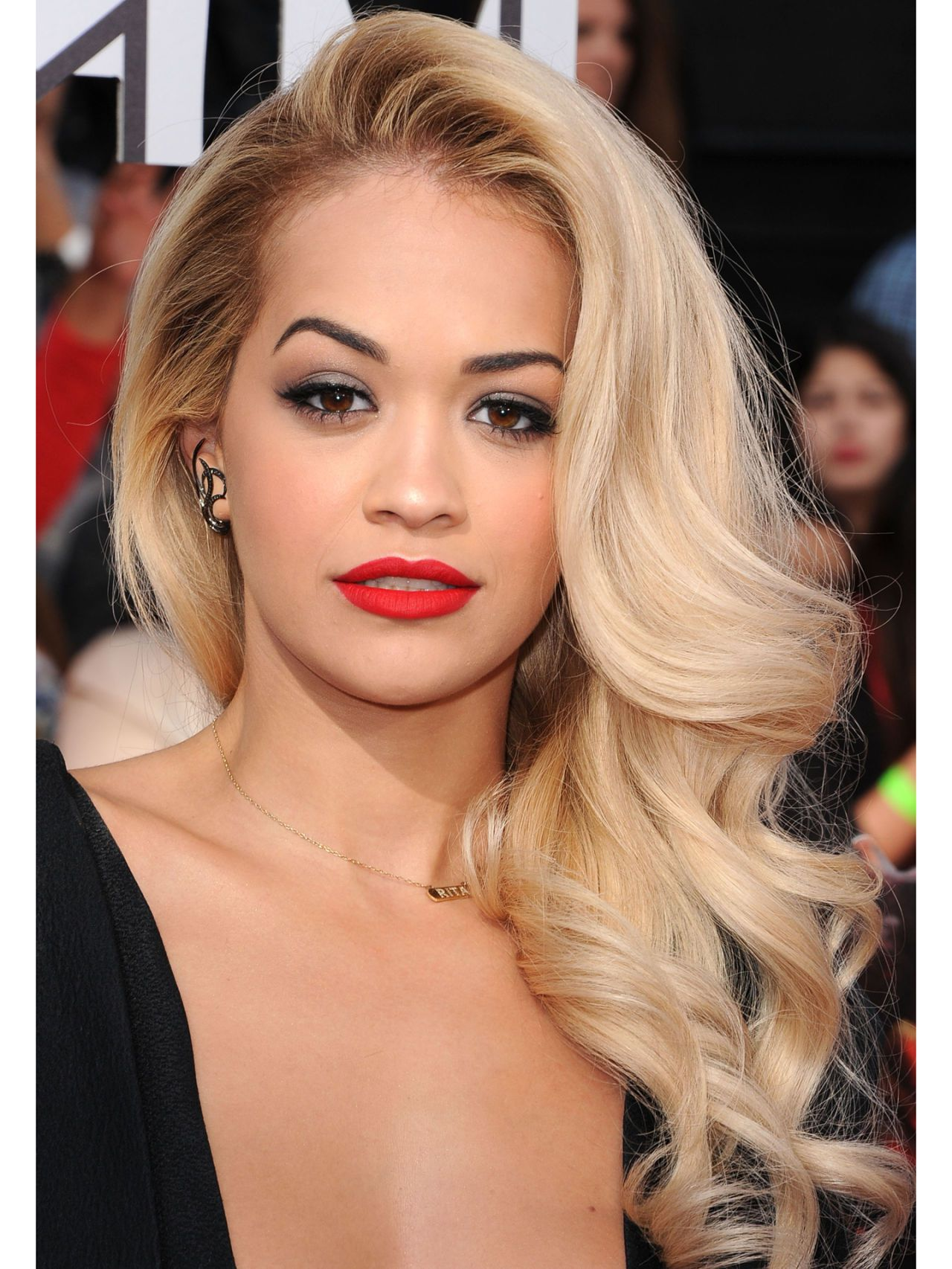 11 Side Swept Hairstyles - Celebrity Side Hairstyle Inspiration