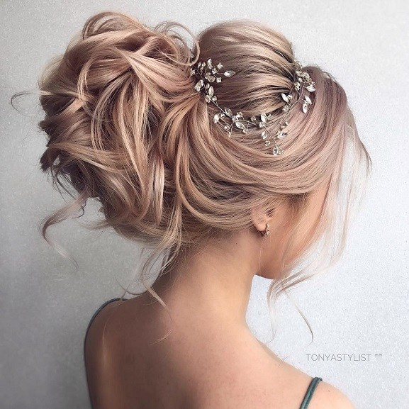 Messy Wedding Hair Updos For Rustic Wedding | Updo hairstyles